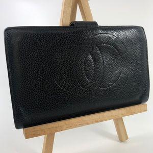 CC025 Logo Caviar Leather Kisslock bifold Wallet